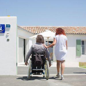 entrée d'un logement pour personnes à mobilité réduite